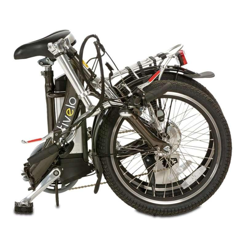Das Faltrad ist In handumdrehen platzsparend zusammengeklappt.