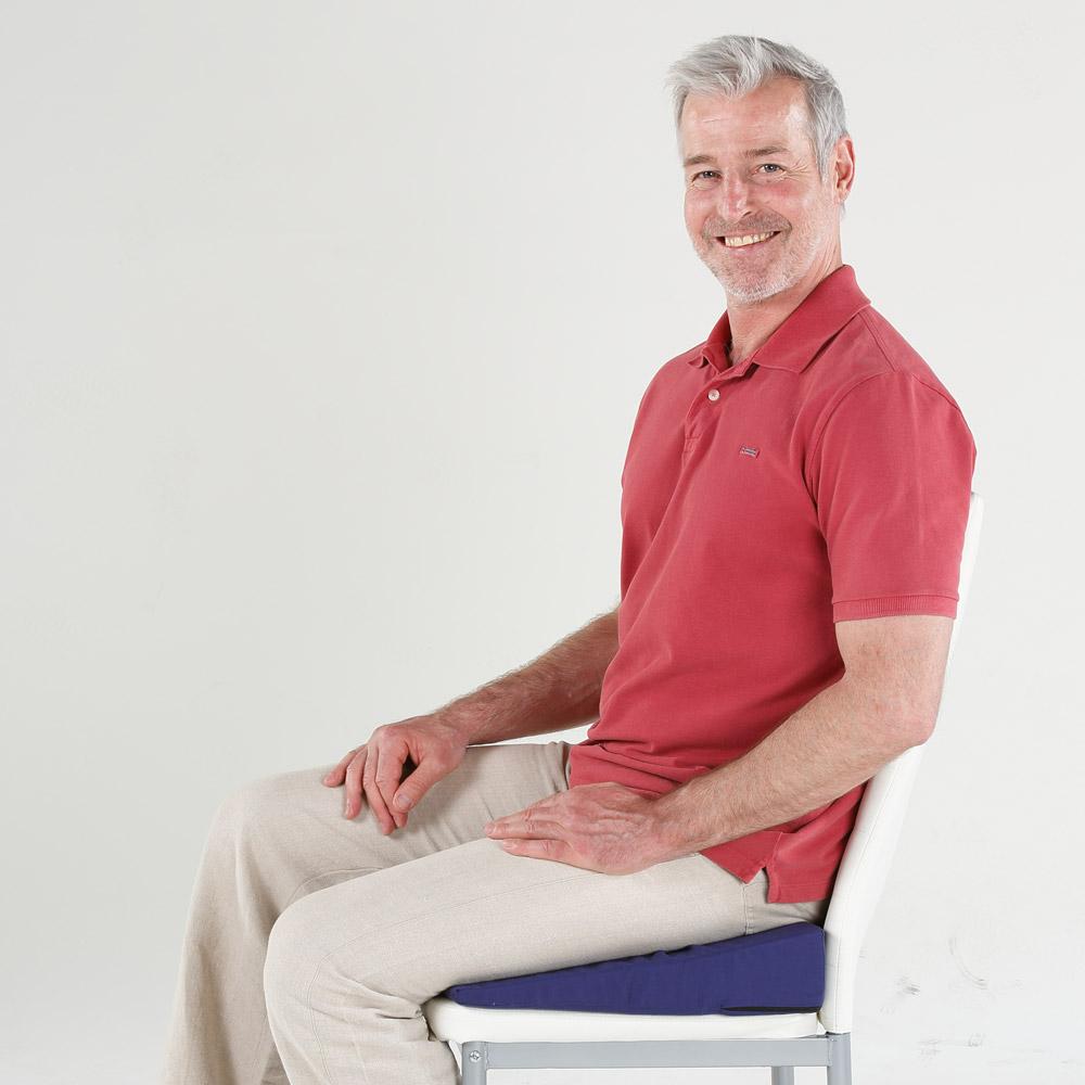 Gesünder & entspannter sitzen dank Keilkissen: Rückenbeschwerden & Schmerzen vermeiden.