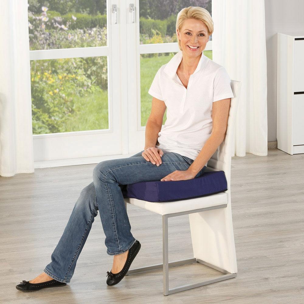 Aufrechte Sitzhaltung wie vom Orthopäden empfohlen.