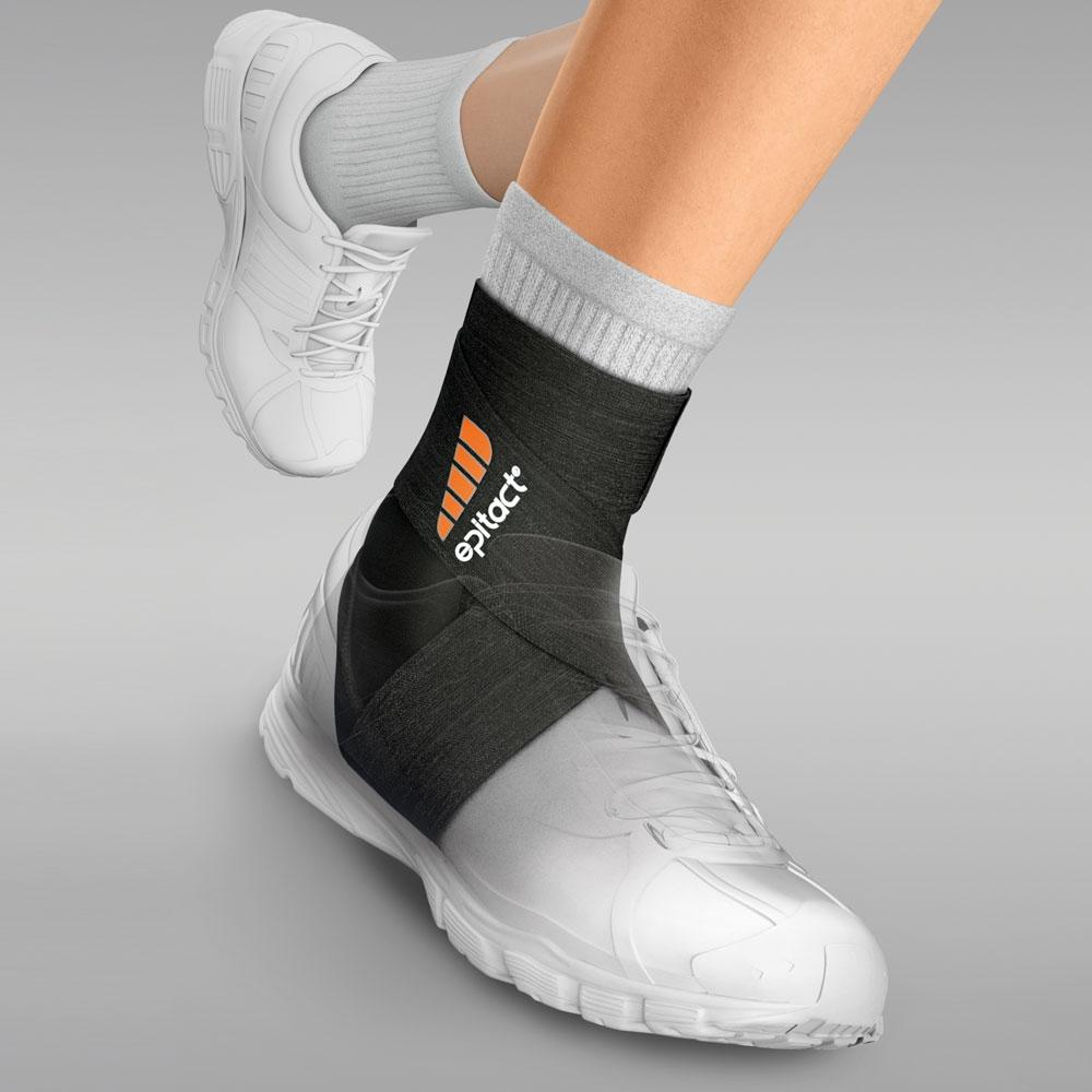 Die Fußgelenkbandage »ERGOstrap« schützt und stabilisiert Ihr Fußgelenk beim Sport.