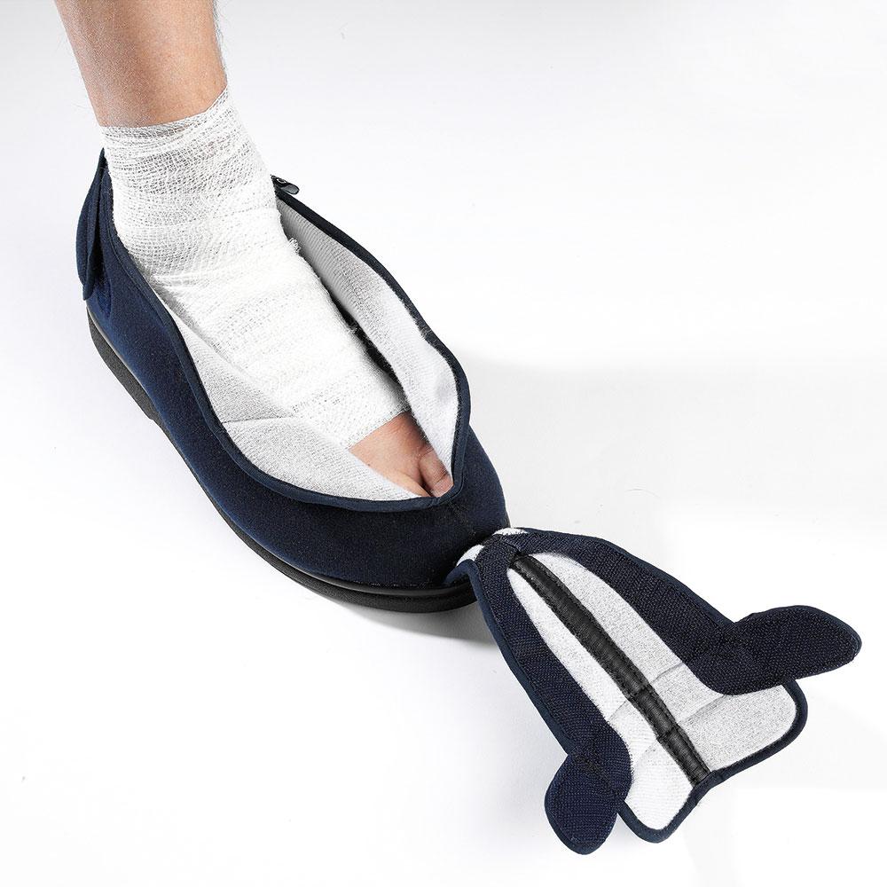 Ideal für geschwollene Füße, Hammerzehen, Einsatz nach Operationen und Gipsverbänden Außerdem sehr gut geeignet für Füße in Bandagen.