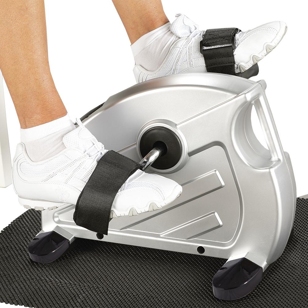 Genießen Sie das komfortable und flexible Training auf dem flüsterleisen Mini-Heimtrainer!