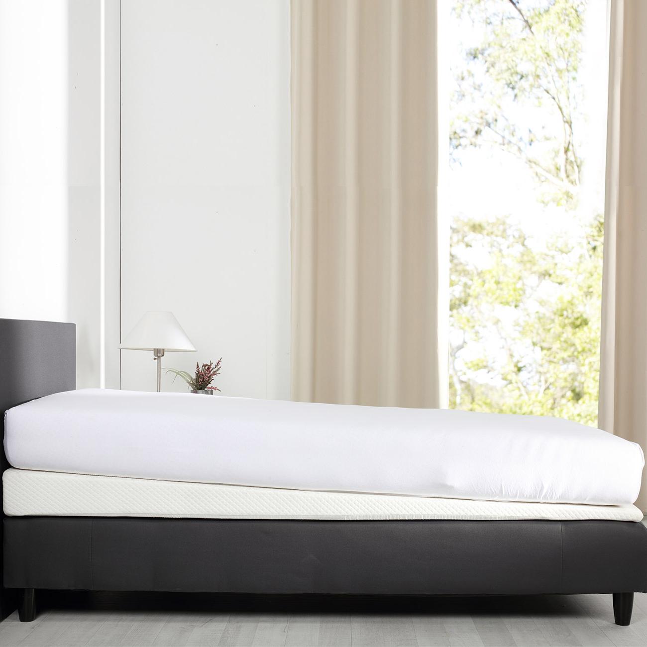 Verwenden Sie den Keil unter Ihrer Matratze um eine gesunde Schräglage der Matratze zu erzeugen.