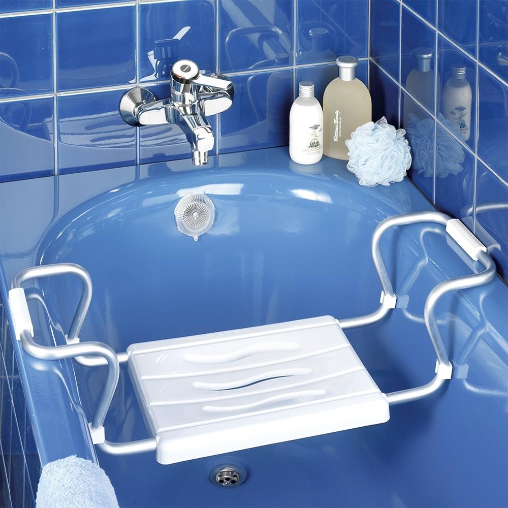 Der Badewannensitz erleichtert das Ein- und Aussteigen und gibt Halt und Sicherheit.