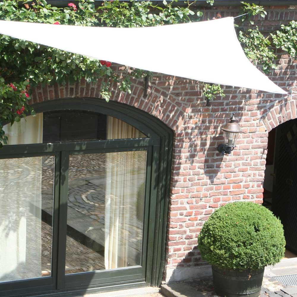 Am Haus zu befestigen an einer Mauer oder z.B. einem Pfosten.
