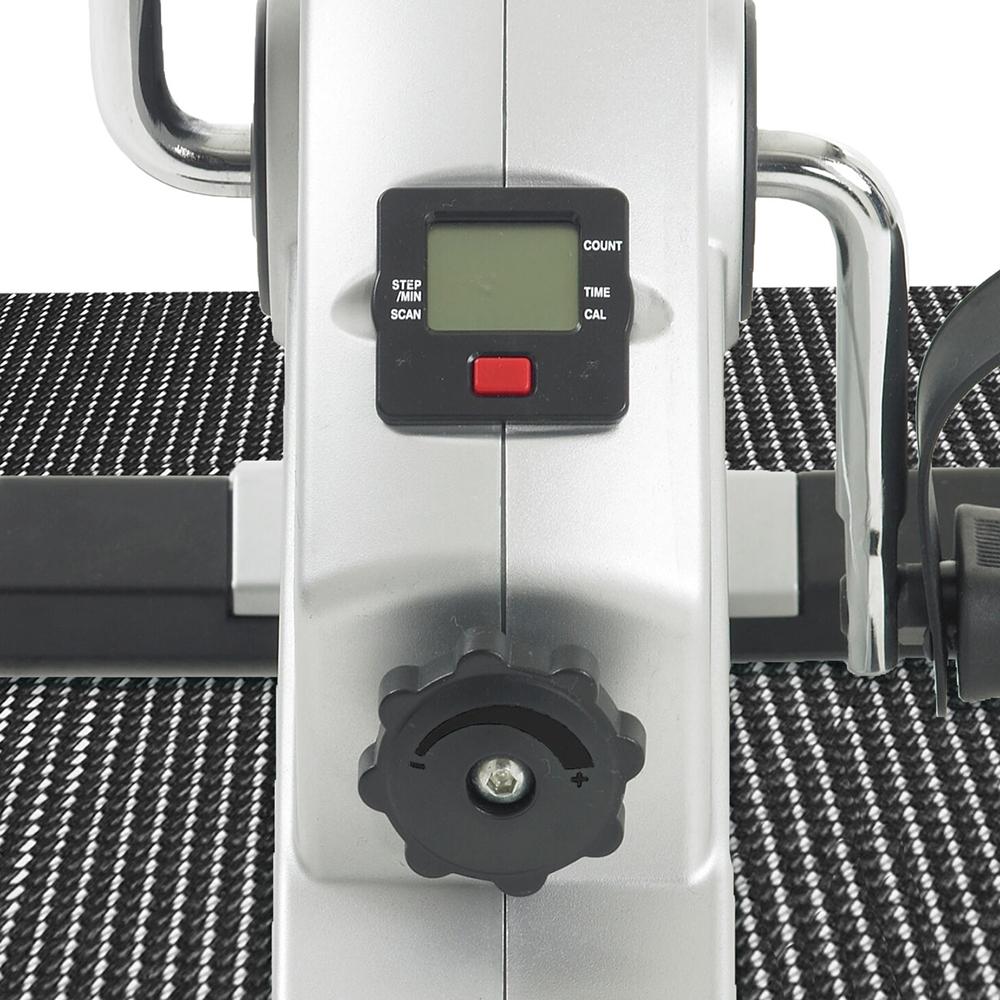 Der übersichtliche Trainingscomputer zeigt Ihnen alle Werte an, die Sie für ein effektives Fitnesstraining benötigen