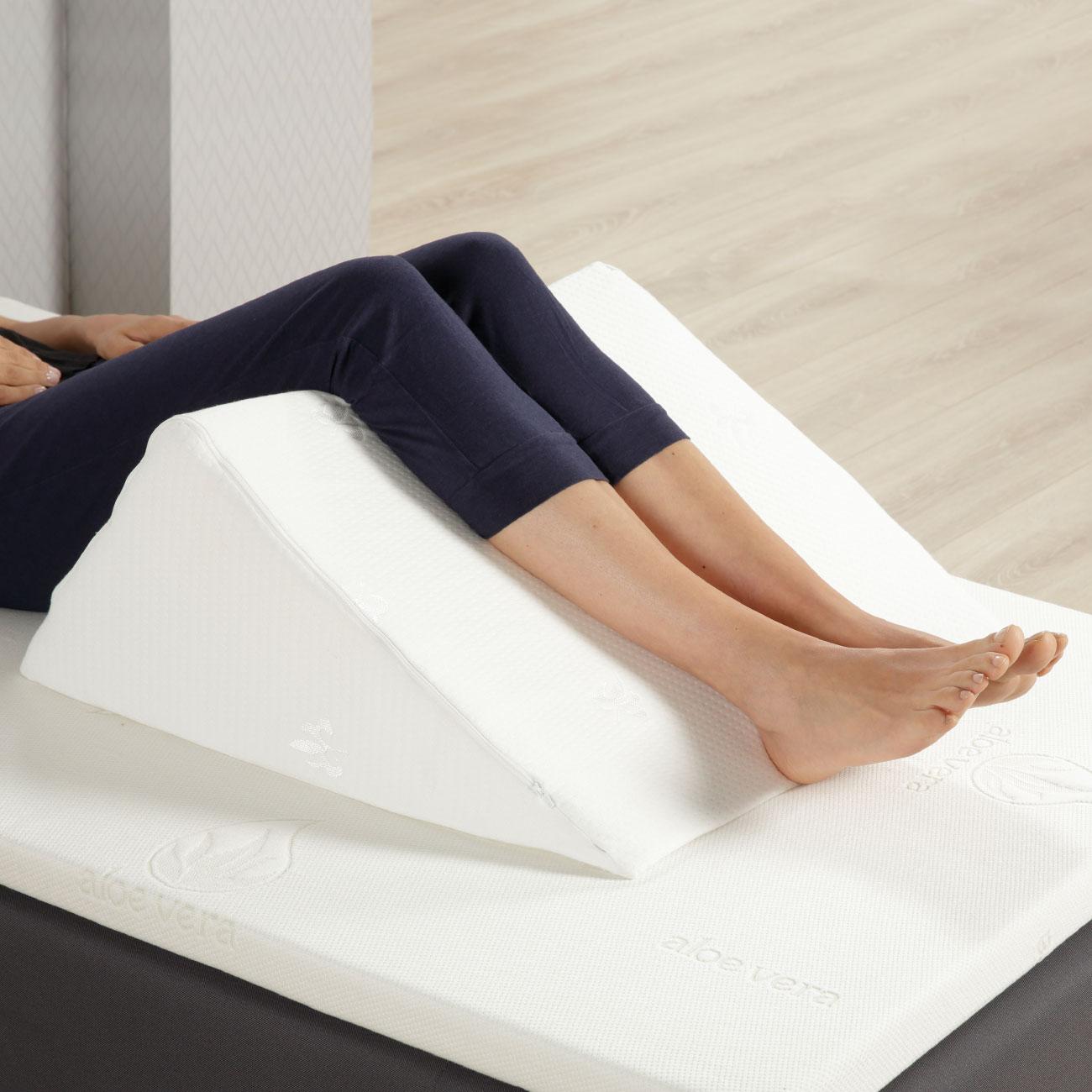 Das Keilkissen eignet sich auch ideal zur Hochlagerung der Beine