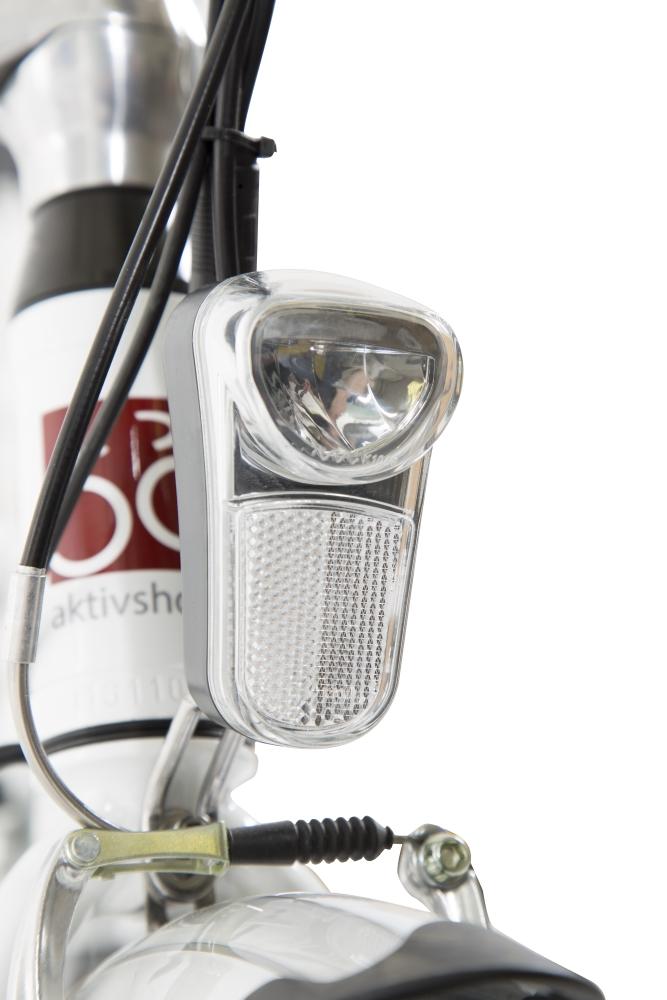 Am Lenker sowie am Gepäckträger des E-Bikes befinden sich separat einschaltbare LED-Fahrlichter.