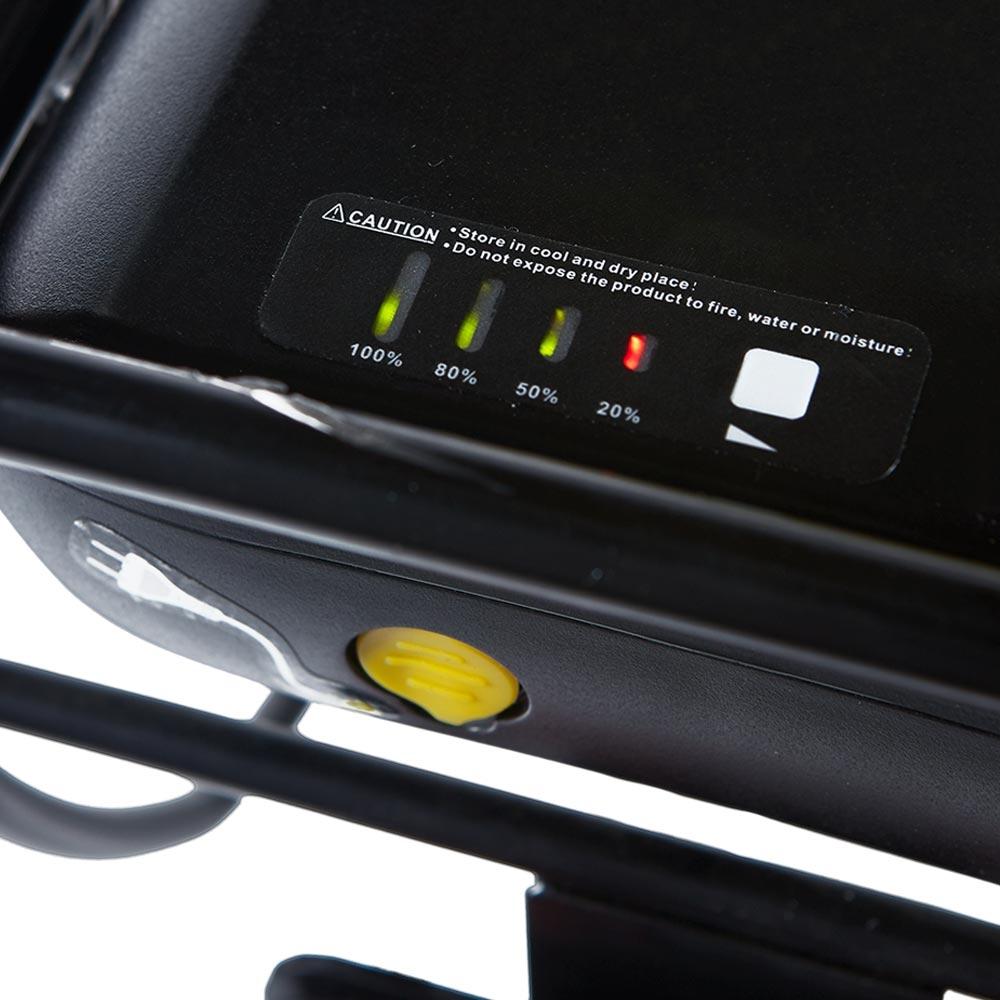 Das Zusatzakku »Elektro-Sesselrad« ist mit Ladezustandsanzeige ausgestattet.