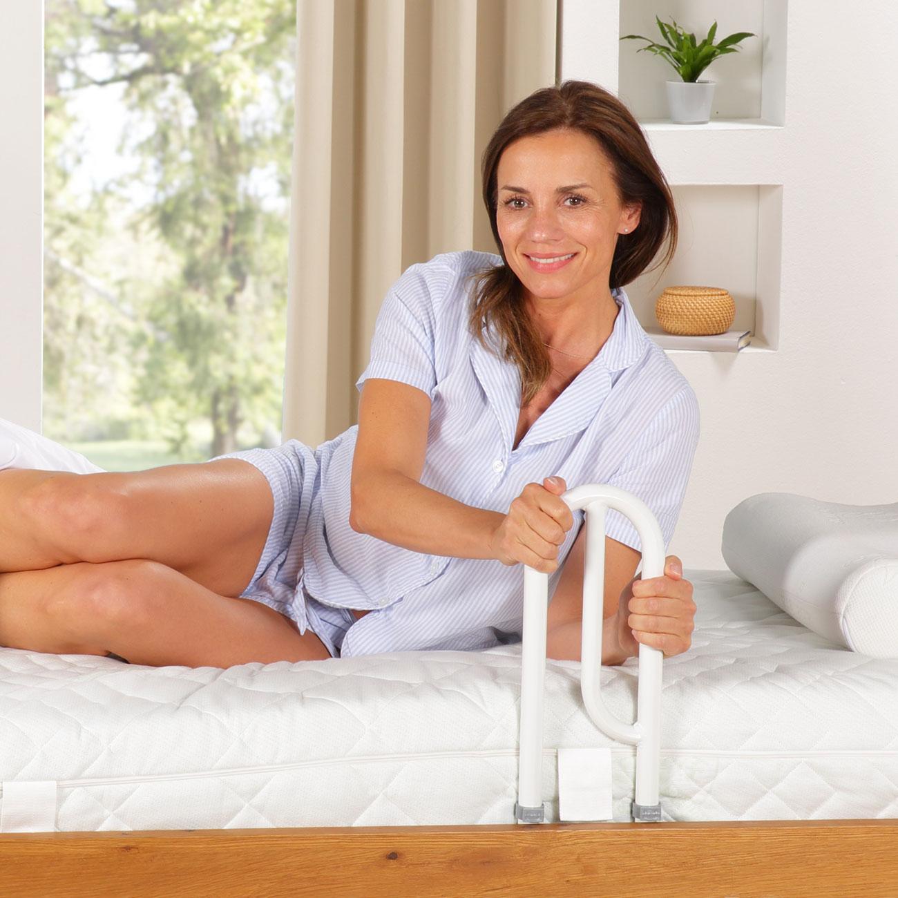 Die Bett Aufstehhilfe macht Ihnen das Aufstehen wieder leicht.