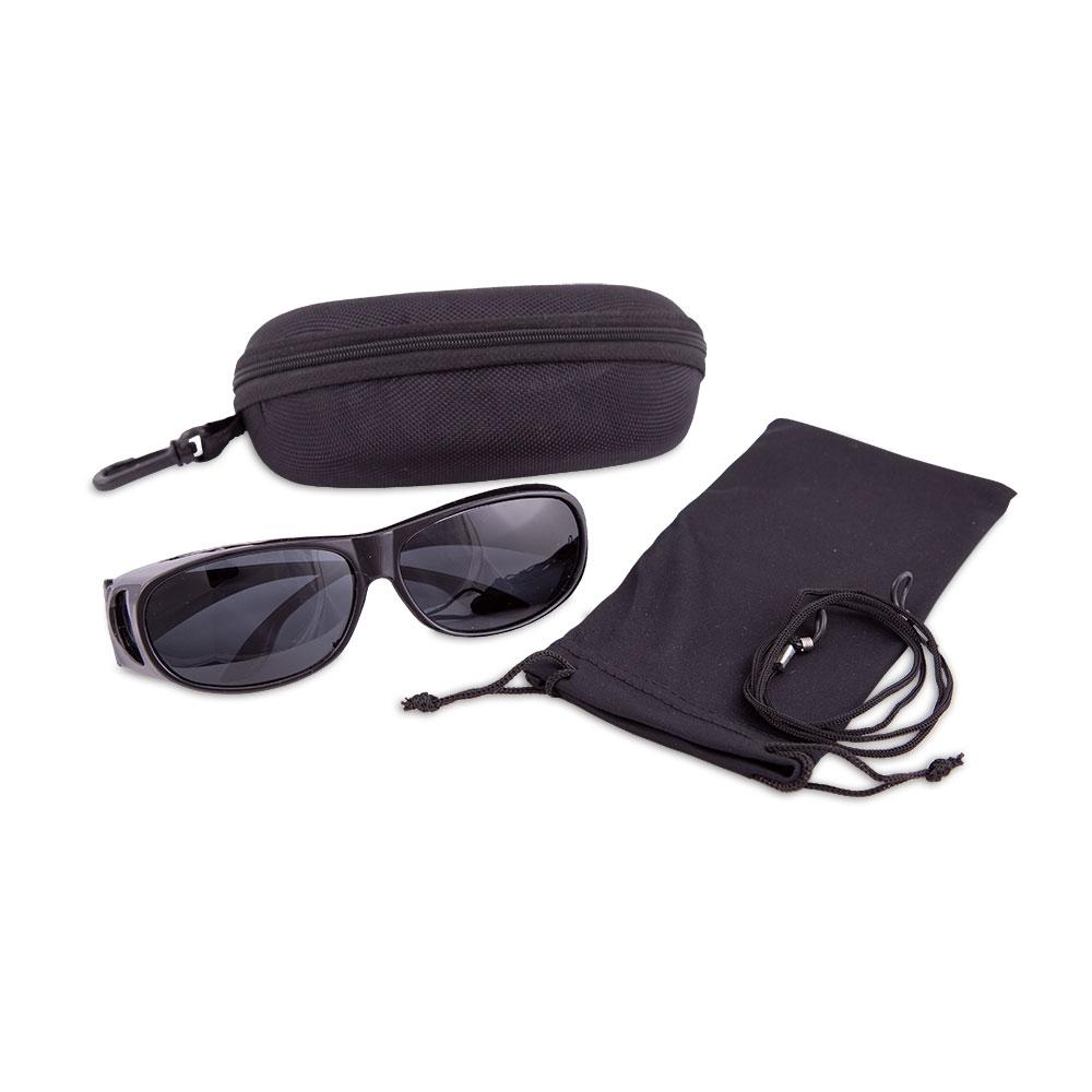 Die hochwertige Polarisationsbrille erhalten Sie im Set zusammen mit Schutzbeutel, Etui und praktischem Brillenband.