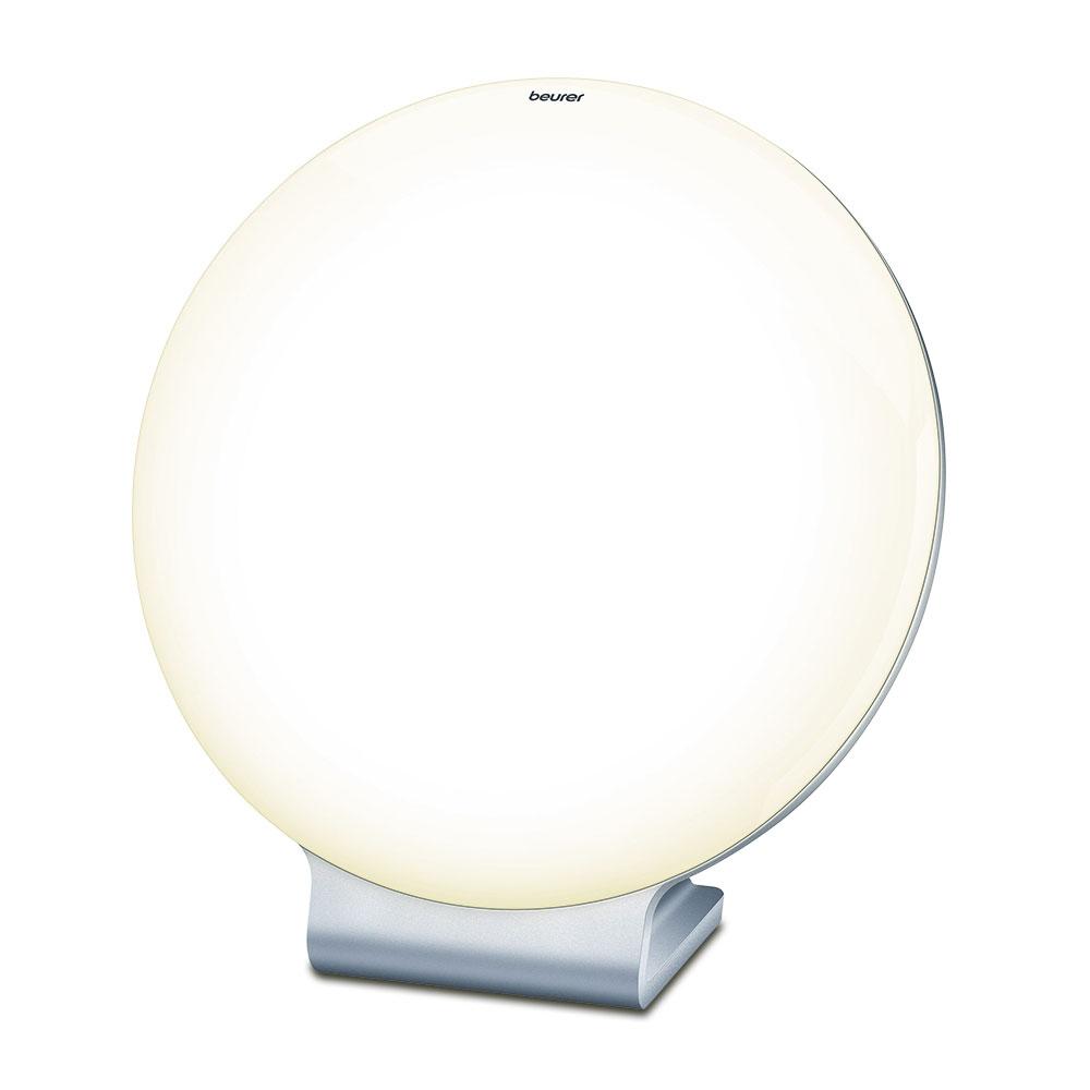 Die Tageslichtleuchte »TL 50« eignet sich mit ihrer Lichtstärke von 10.000 Lux ideal für eine Lichttherapie zur Behandlung und Vorbeugung von Lichtmangelerscheinungen.